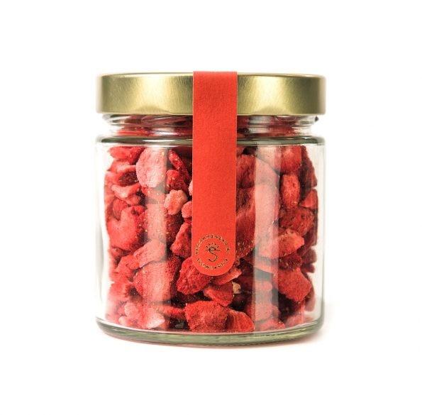 Jahody chrumkavé v sklenenom pohári